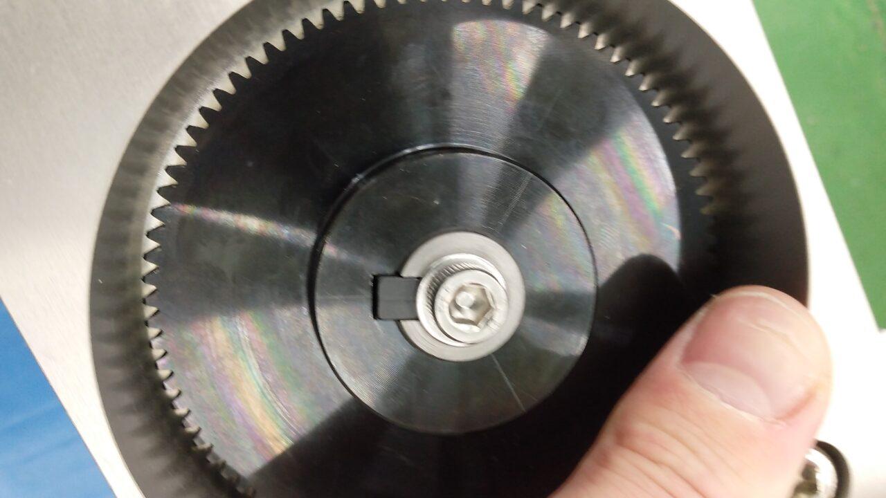 キーによる軸とギアの固定
